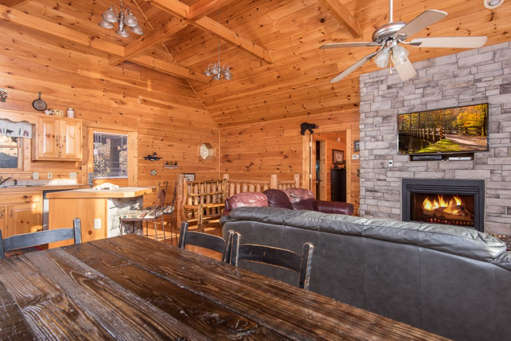 Photo of a Sevierville Cabin named Gateway To Heaven - This is the third photo in the set.