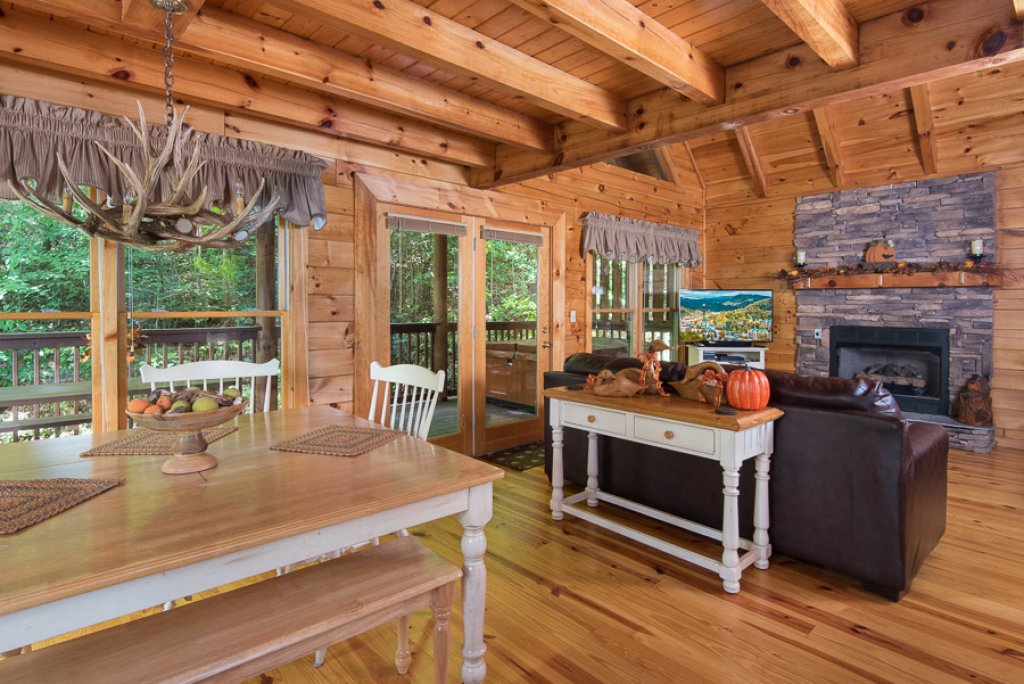 Photo of a Pigeon Forge Cabin named Black Paw - This is the first photo in the set.