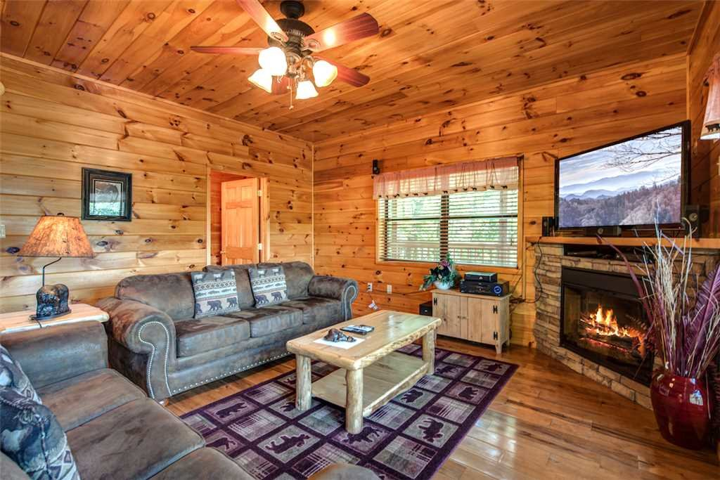 Photo of a Sevierville Cabin named Bear Hunter - This is the fourteenth photo in the set.