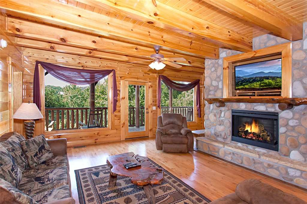 Photo of a Pigeon Forge Cabin named Cherokee Lodge - This is the third photo in the set.