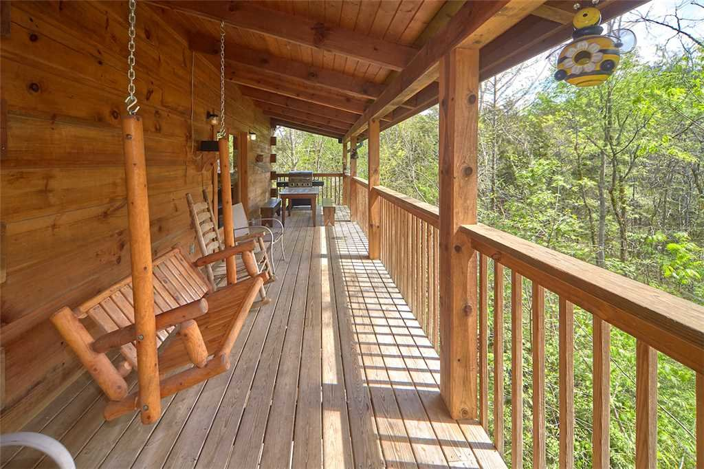 Photo of a Sevierville Cabin named A Honey Cove - This is the twenty-second photo in the set.