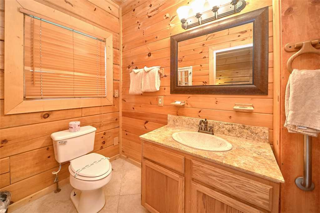 Photo of a Sevierville Cabin named A Honey Cove - This is the sixteenth photo in the set.