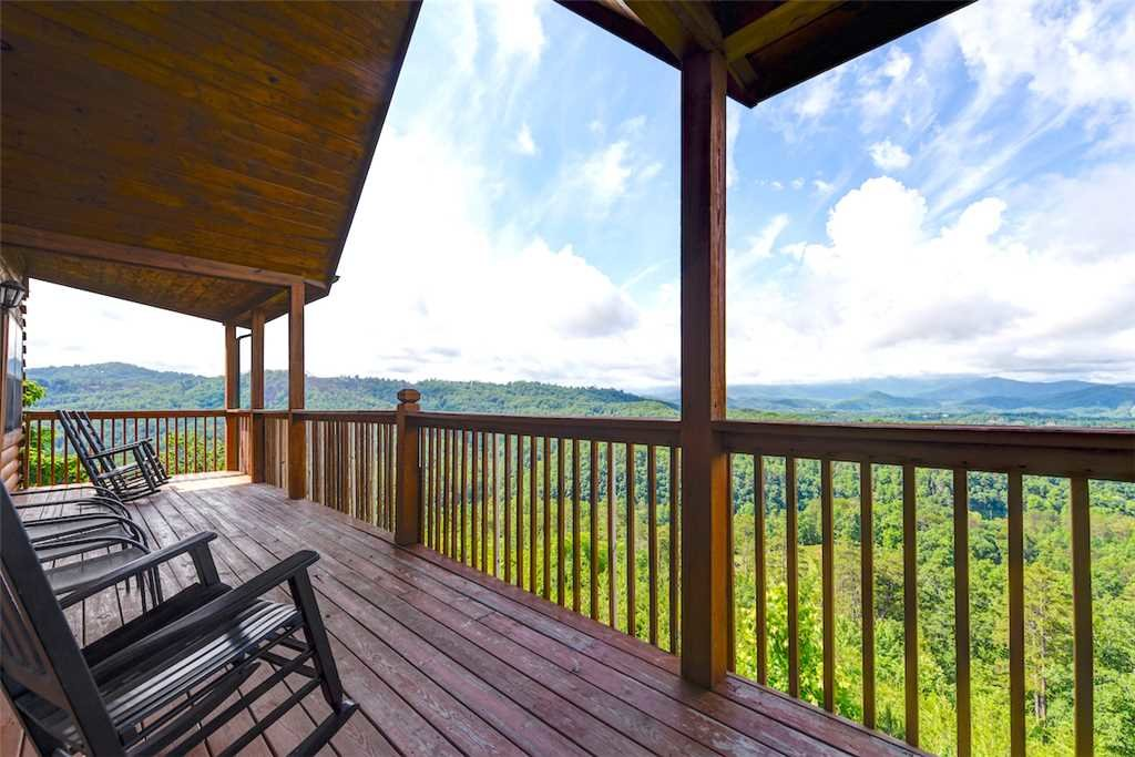 Photo of a Pigeon Forge Cabin named Peaceful View - This is the third photo in the set.