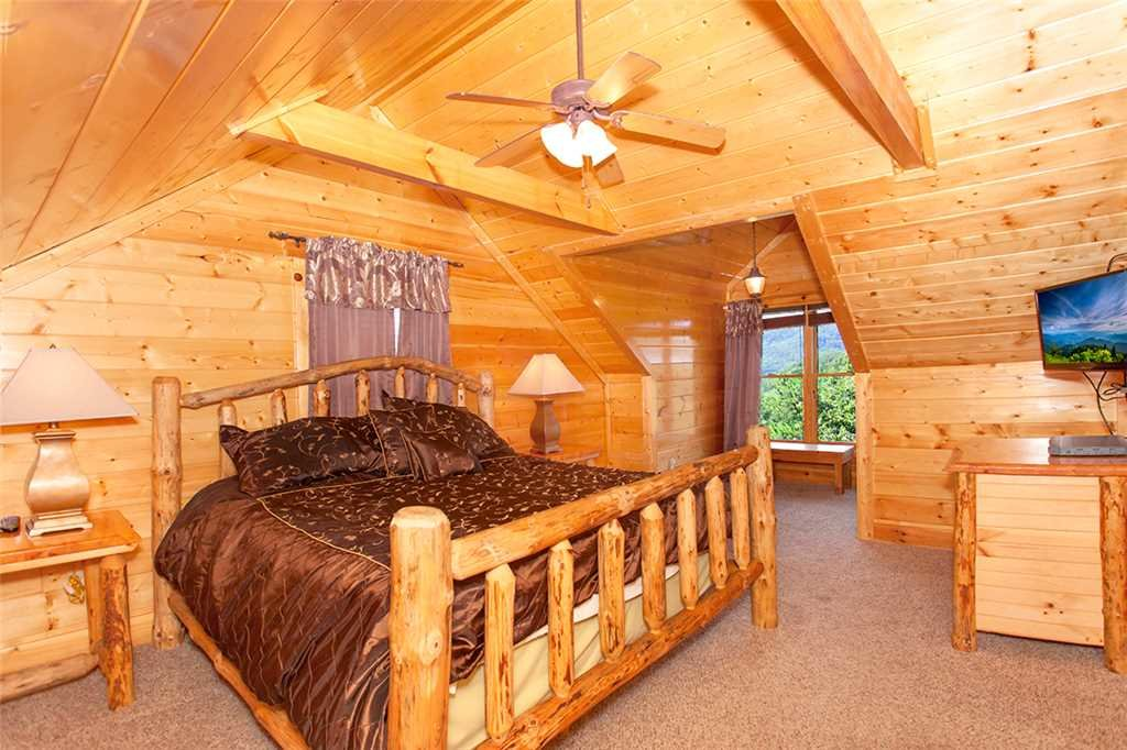 Photo of a Pigeon Forge Cabin named Cherokee Lodge - This is the sixteenth photo in the set.