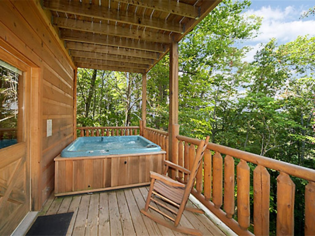 Photo of a Gatlinburg Cabin named Bearfoot Lodge - This is the sixteenth photo in the set.