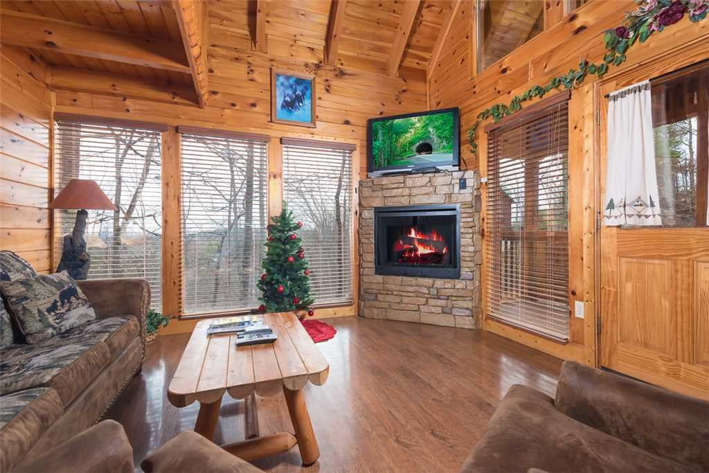 Photo of a Gatlinburg Cabin named Bear In The Trees - This is the first photo in the set.