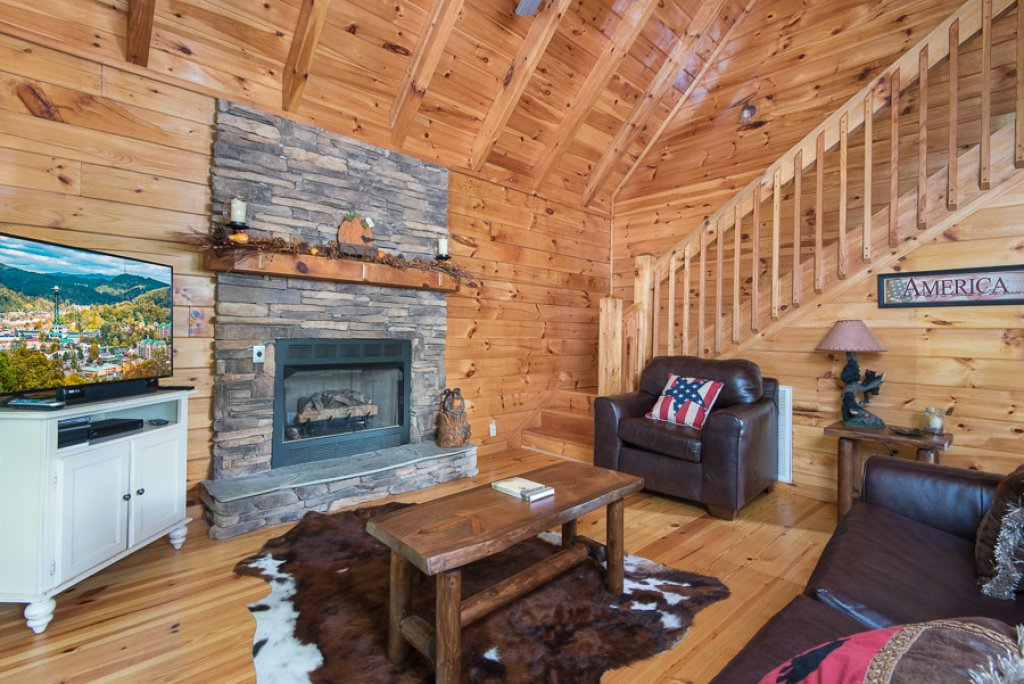 Photo of a Pigeon Forge Cabin named Black Paw - This is the third photo in the set.