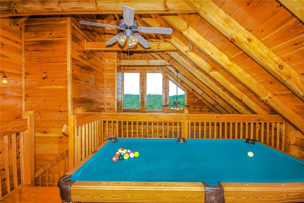 Photo of a Pigeon Forge Cabin named Elegant Escape - This is the ninth photo in the set.