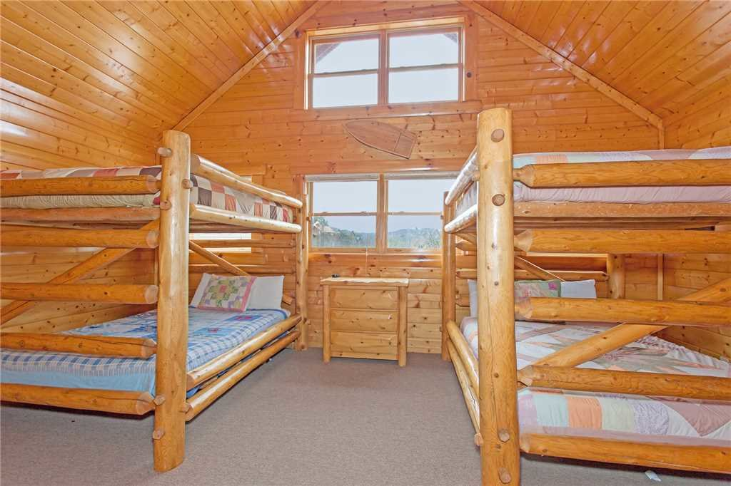 Photo of a Pigeon Forge Cabin named Bear Den Lodge - This is the twenty-third photo in the set.