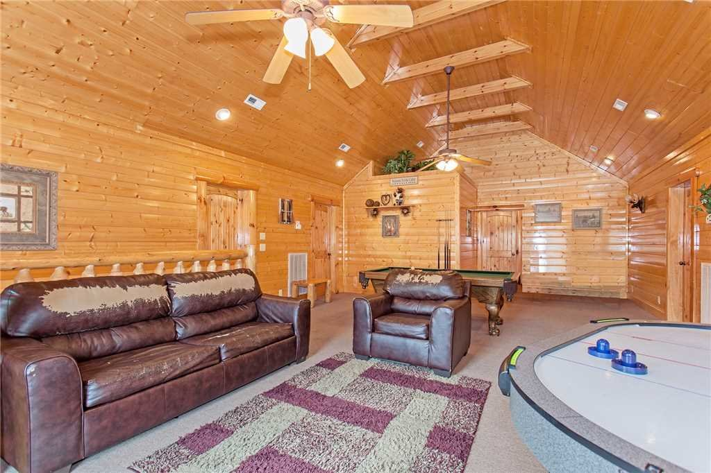 Photo of a Pigeon Forge Cabin named Bear Den Lodge - This is the ninth photo in the set.