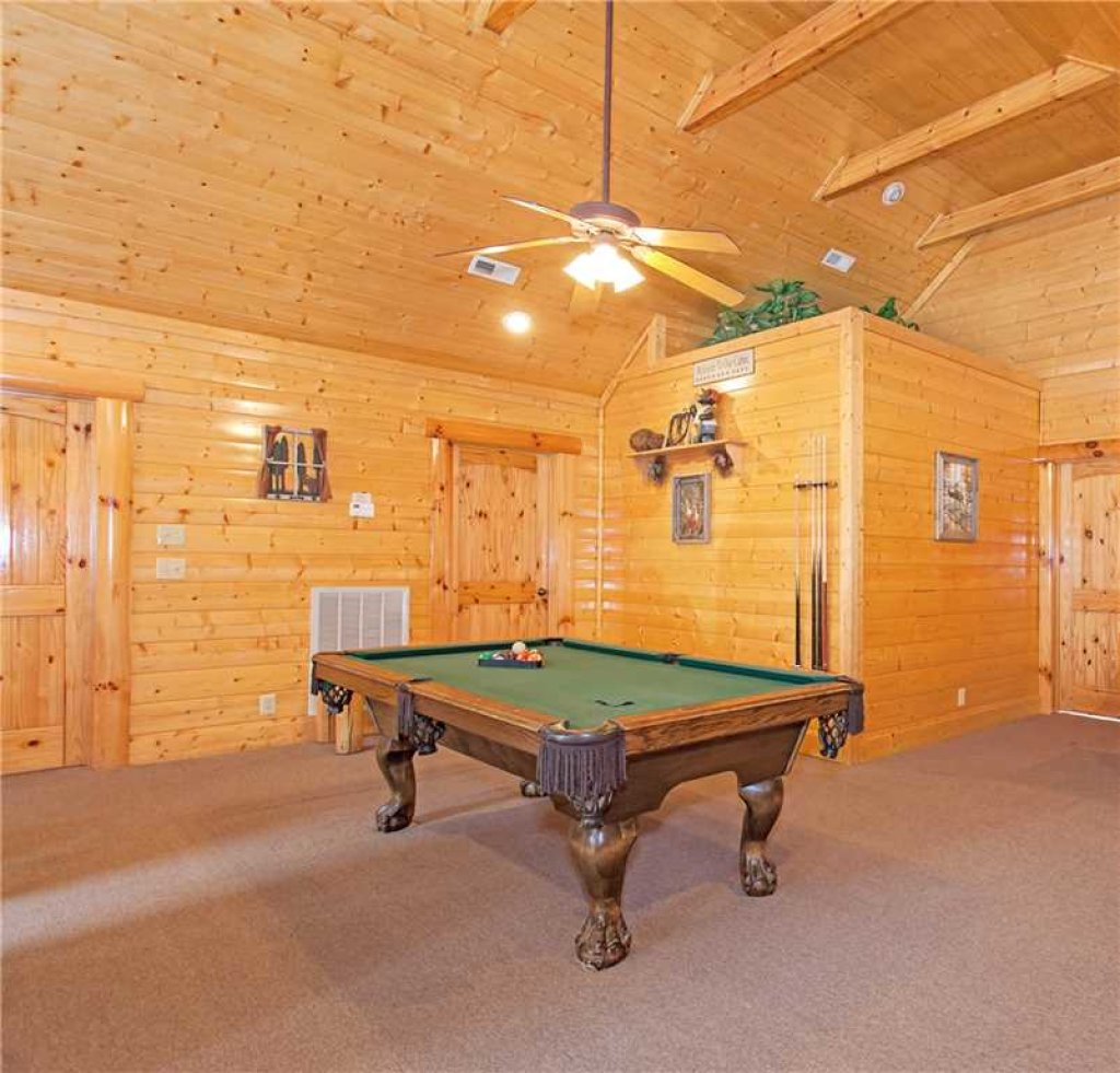 Photo of a Pigeon Forge Cabin named Bear Den Lodge - This is the tenth photo in the set.