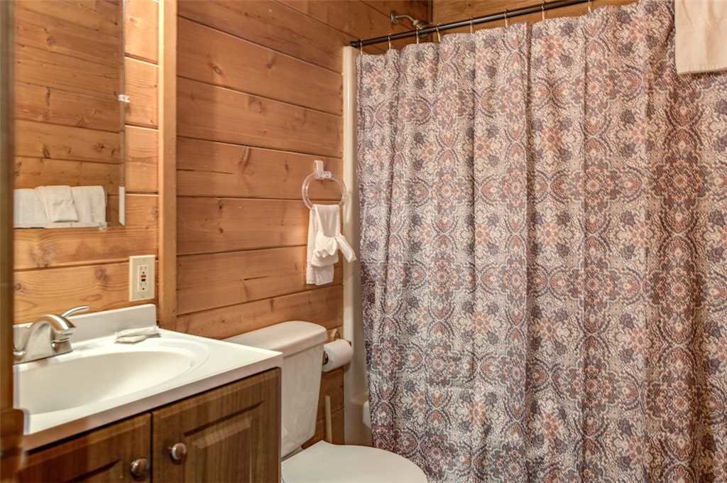 Photo of a Pigeon Forge Cabin named Lap Of Luxury - This is the twenty-second photo in the set.