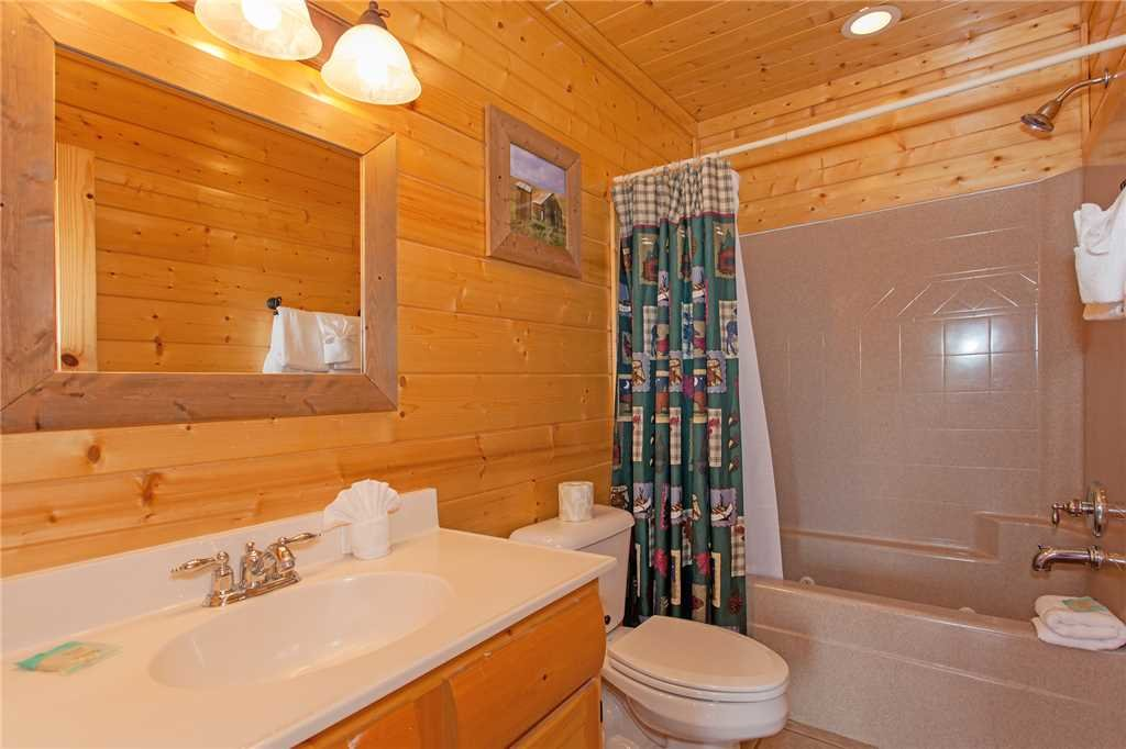 Photo of a Pigeon Forge Cabin named Bear Den Lodge - This is the twenty-second photo in the set.