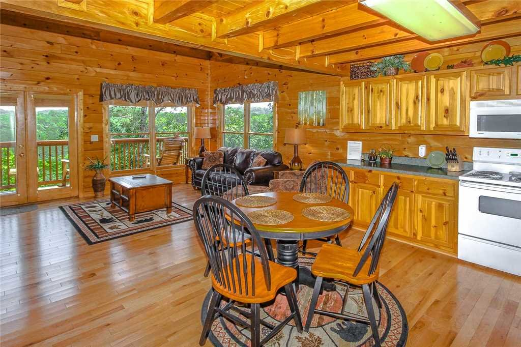 Photo of a Pigeon Forge Cabin named Elegant Escape - This is the third photo in the set.