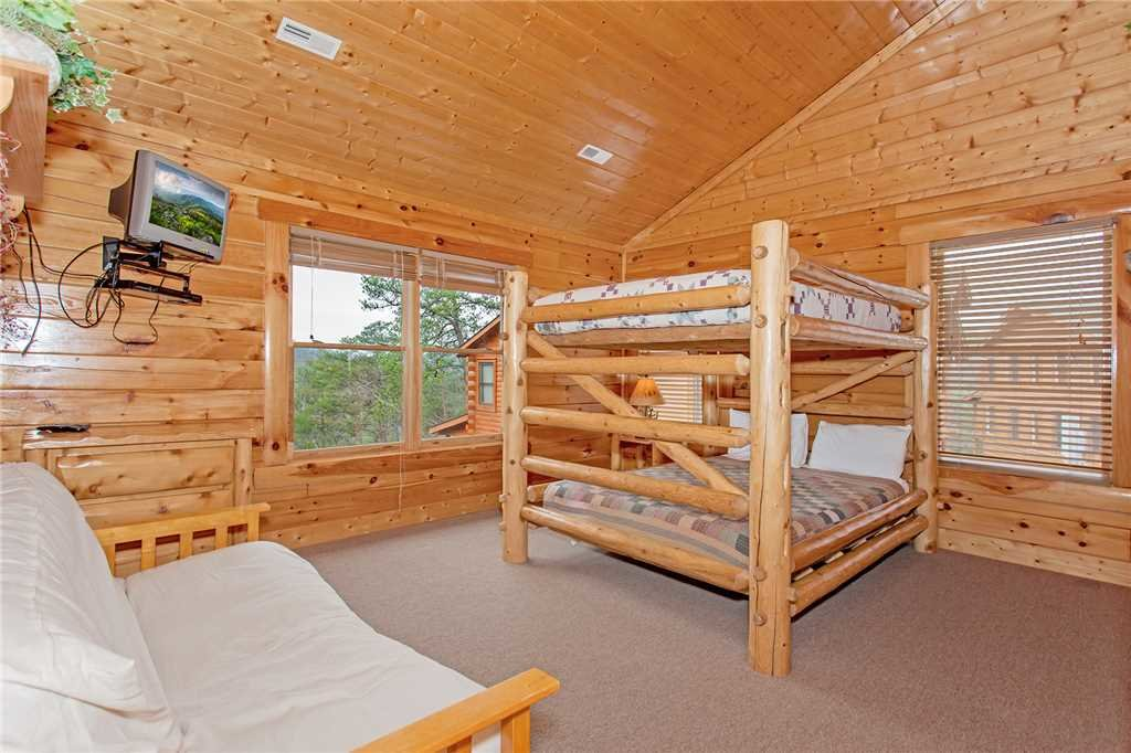 Photo of a Pigeon Forge Cabin named Bear Den Lodge - This is the twenty-first photo in the set.
