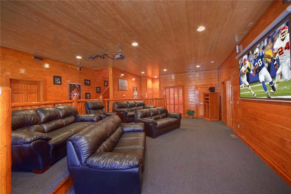 Photo of a Pigeon Forge Cabin named Mountain Theatre Lodge - This is the thirteenth photo in the set.