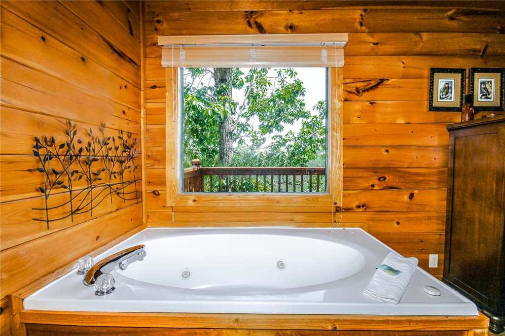 Photo of a Pigeon Forge Cabin named Elegant Escape - This is the seventh photo in the set.