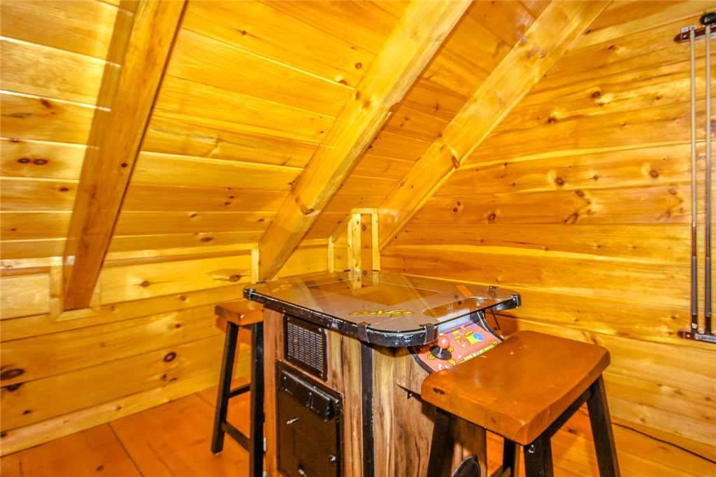 Photo of a Pigeon Forge Cabin named Elegant Escape - This is the tenth photo in the set.