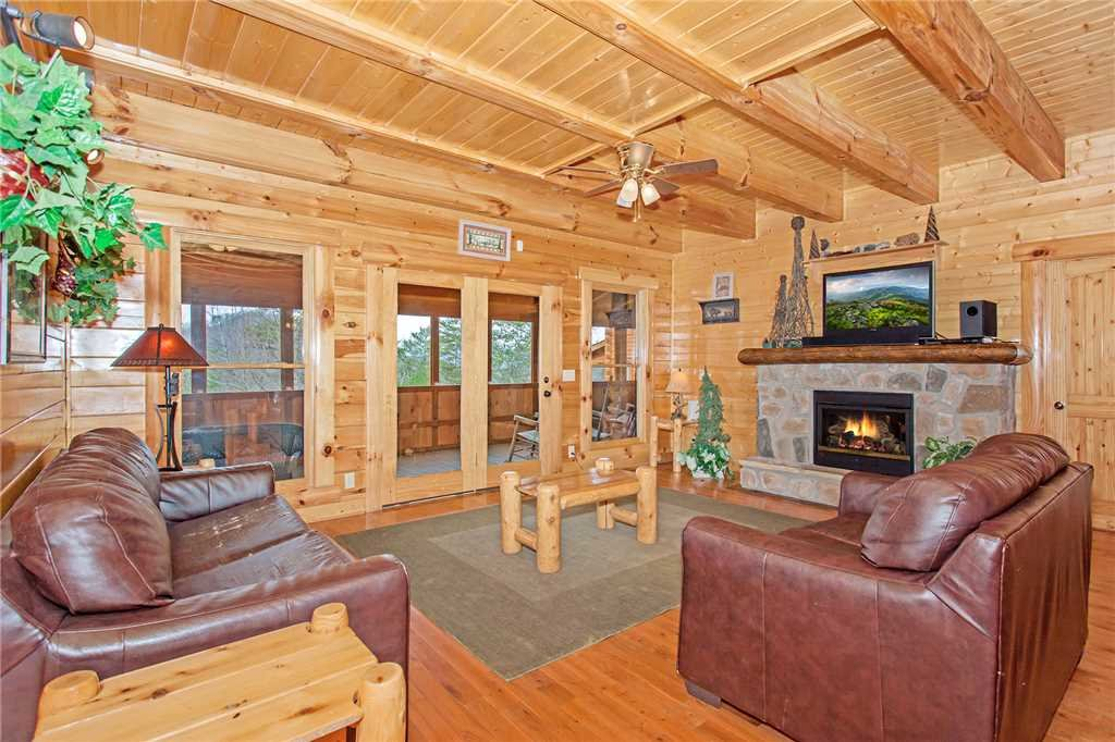 Photo of a Pigeon Forge Cabin named Bear Den Lodge - This is the first photo in the set.