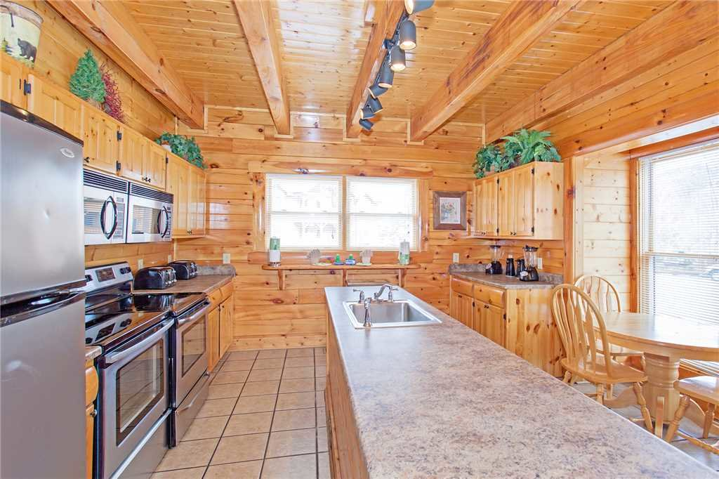 Photo of a Pigeon Forge Cabin named Bear Den Lodge - This is the sixth photo in the set.