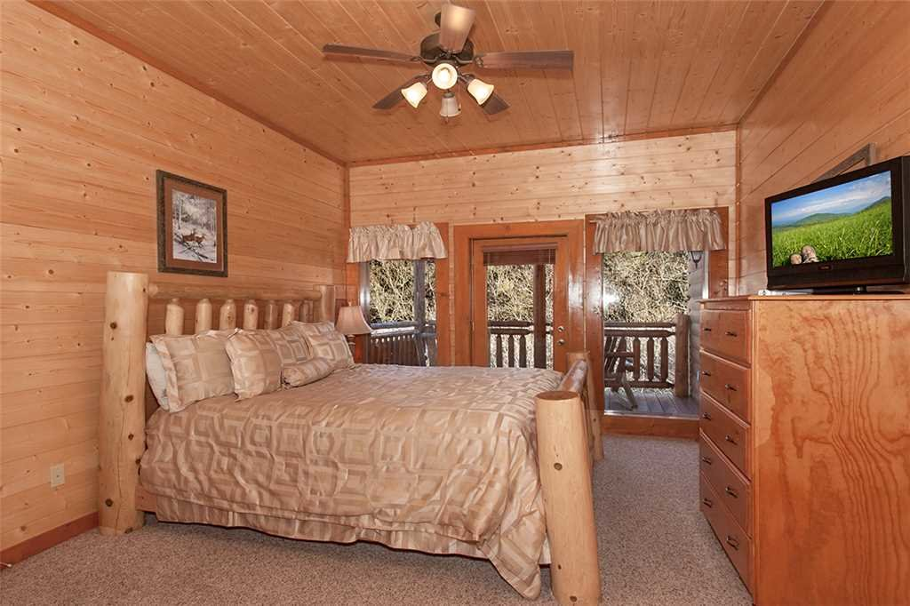 Photo of a Pigeon Forge Cabin named Mountain Theatre Lodge - This is the thirtieth photo in the set.