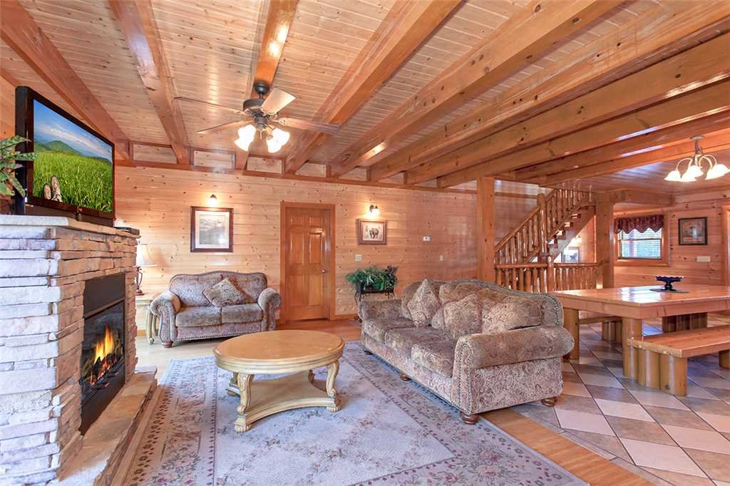 Photo of a Pigeon Forge Cabin named Mountain Theatre Lodge - This is the third photo in the set.