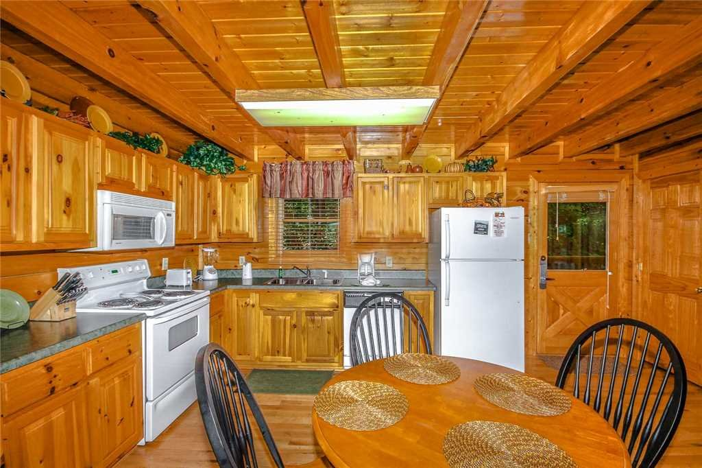 Photo of a Pigeon Forge Cabin named Elegant Escape - This is the fourth photo in the set.