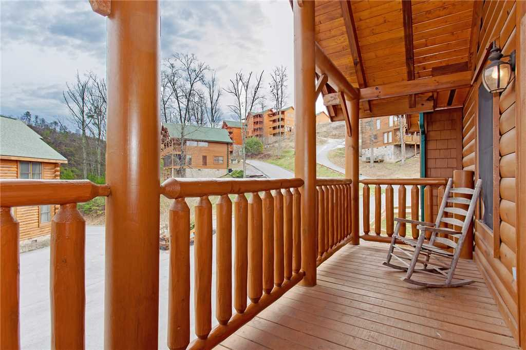 Photo of a Pigeon Forge Cabin named Bear Den Lodge - This is the thirty-fourth photo in the set.