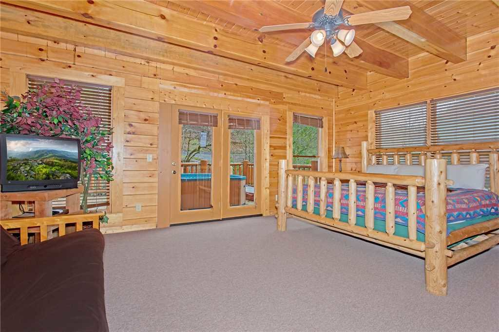 Photo of a Gatlinburg Cabin named Caney Creek Lodge - This is the thirteenth photo in the set.