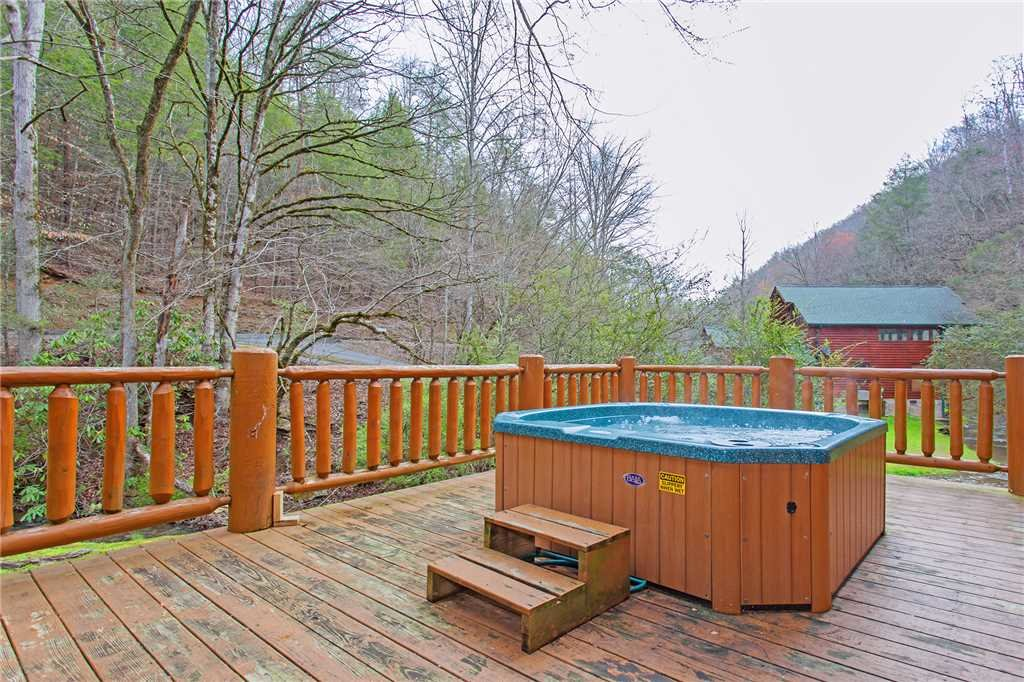 Photo of a Pigeon Forge Cabin named Caney Creek Lodge - This is the thirty-first photo in the set.