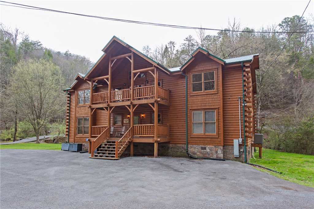 Photo of a Gatlinburg Cabin named Caney Creek Lodge - This is the forty-third photo in the set.