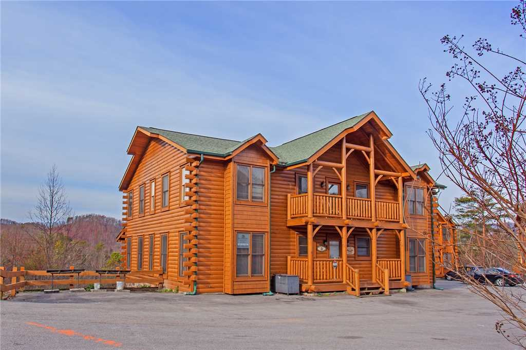 Photo of a Pigeon Forge Cabin named Bear Den Lodge - This is the thirty-seventh photo in the set.