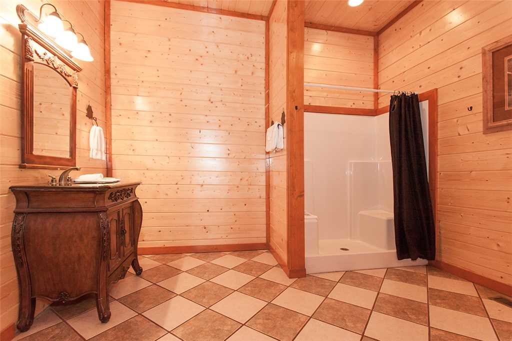 Photo of a Pigeon Forge Cabin named Mountain Theatre Lodge - This is the thirty-second photo in the set.