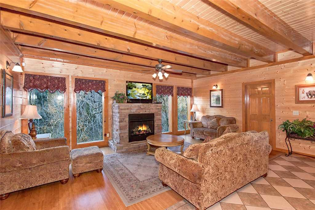Photo of a Pigeon Forge Cabin named Mountain Theatre Lodge - This is the second photo in the set.