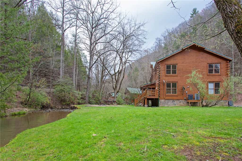 Photo of a Gatlinburg Cabin named Caney Creek Lodge - This is the fortieth photo in the set.