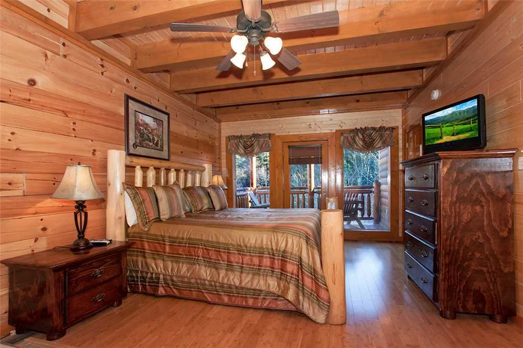 Photo of a Pigeon Forge Cabin named Mountain Theatre Lodge - This is the fourteenth photo in the set.