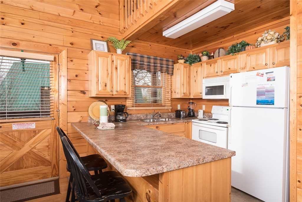 Photo of a Pigeon Forge Cabin named Hunter's Hideaway - This is the fifth photo in the set.