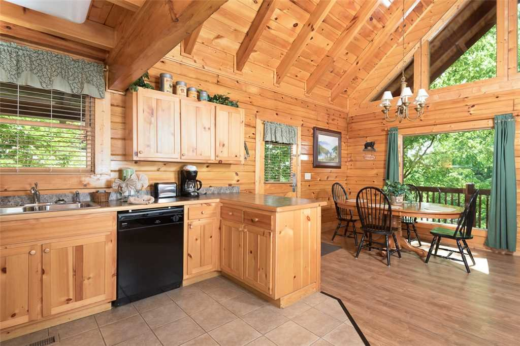 Photo of a Pigeon Forge Cabin named Blackberry Cobbler - This is the fourth photo in the set.
