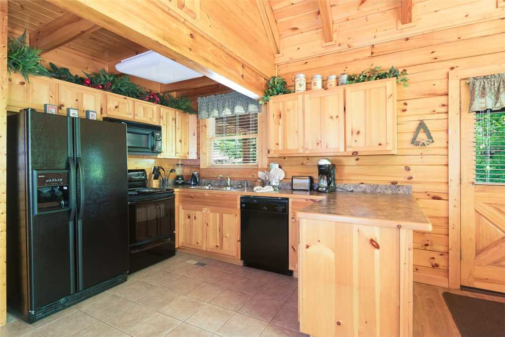 Photo of a Pigeon Forge Cabin named Blackberry Cobbler - This is the third photo in the set.