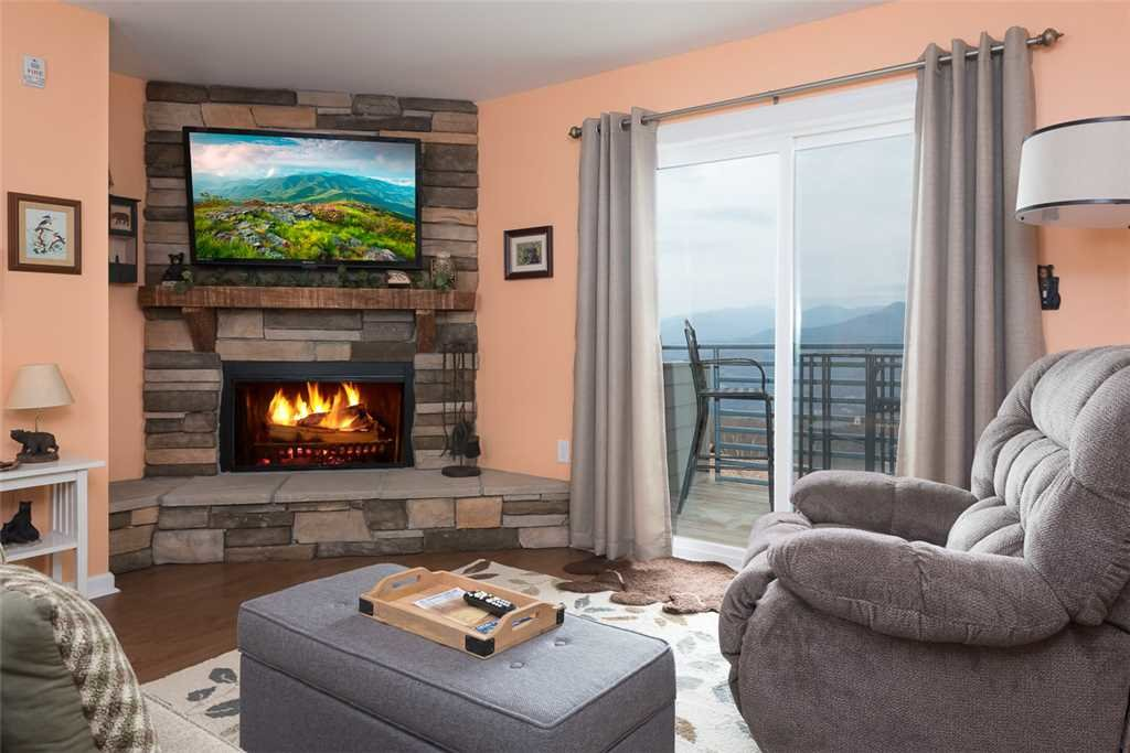 Photo of a Gatlinburg Condo named Gatlinburg Summit Condo 6208 - This is the first photo in the set.