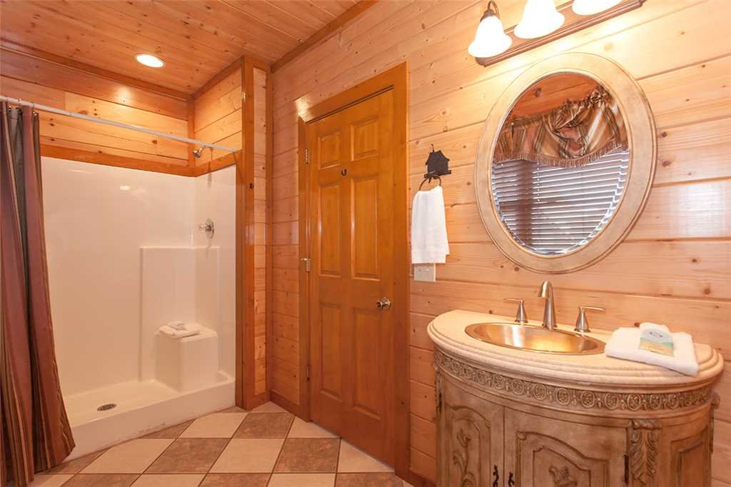 Photo of a Pigeon Forge Cabin named Mountain Theatre Lodge - This is the seventeenth photo in the set.