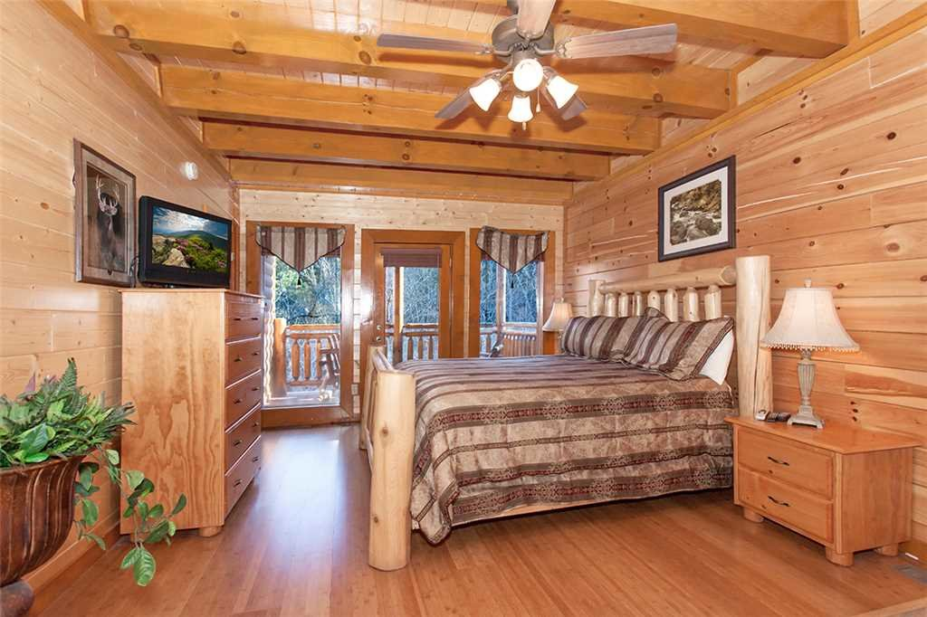Photo of a Pigeon Forge Cabin named Mountain Theatre Lodge - This is the eighteenth photo in the set.