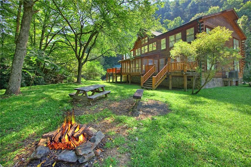 Photo of a Gatlinburg Cabin named Caney Creek Lodge - This is the thirty-eighth photo in the set.