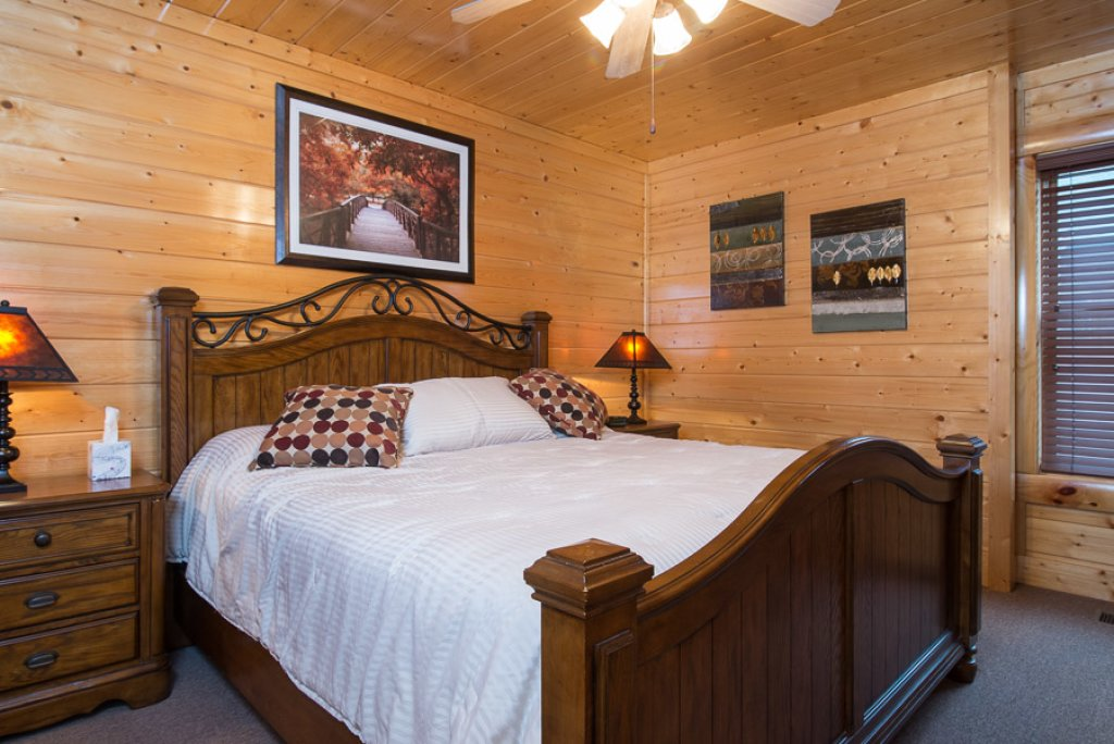 Photo of a Pigeon Forge Cabin named Paradise Retreat - This is the fourteenth photo in the set.