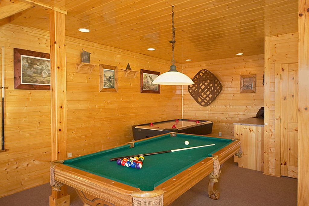 Photo of a Pigeon Forge Cabin named Eagles Nest - This is the eighth photo in the set.