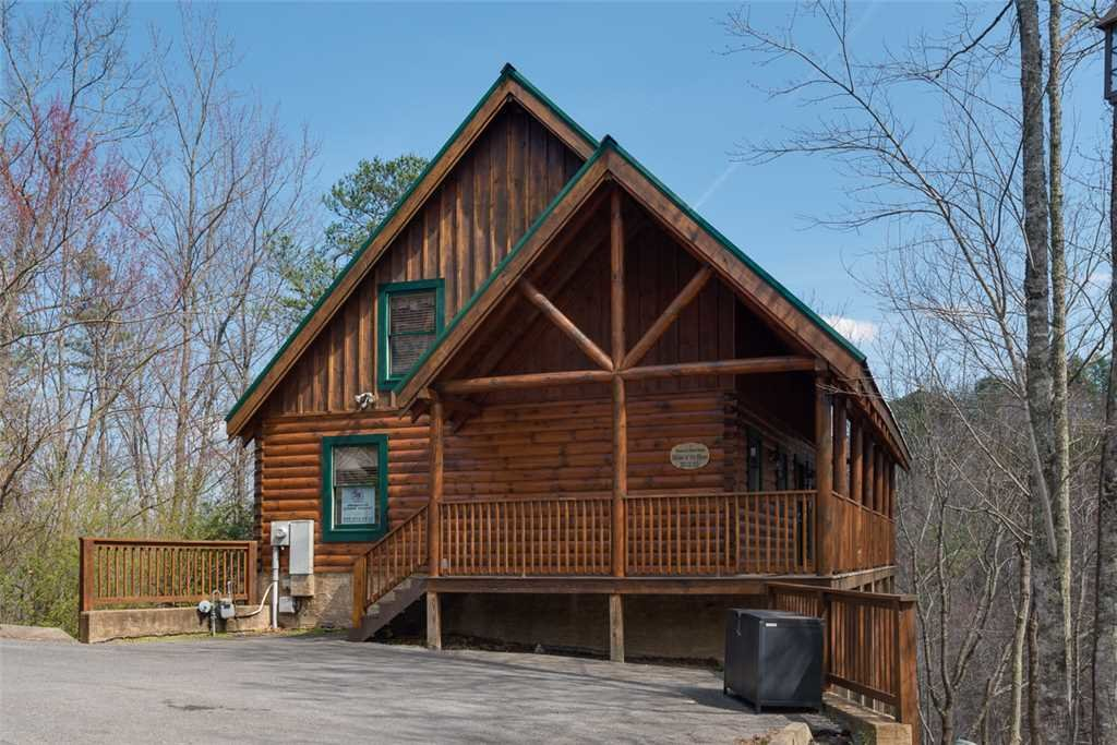 Photo of a Pigeon Forge Cabin named Affair Of The Heart - This is the third photo in the set.