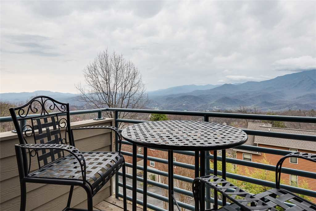 Photo of a Gatlinburg Condo named Gatlinburg Summit Condo 6208 - This is the ninth photo in the set.