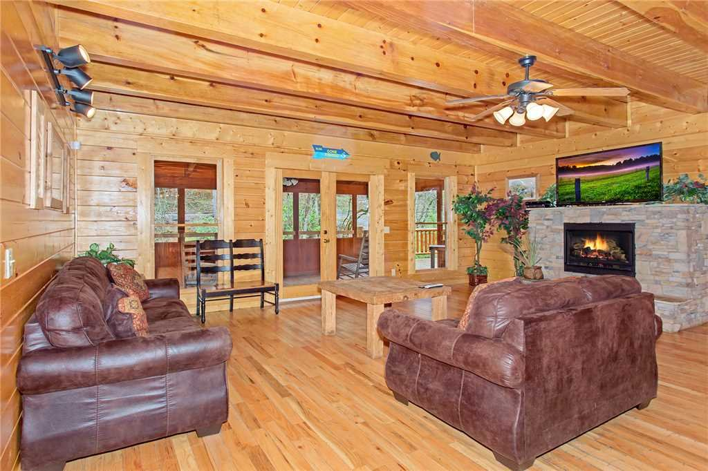 Photo of a Pigeon Forge Cabin named Caney Creek Lodge - This is the second photo in the set.