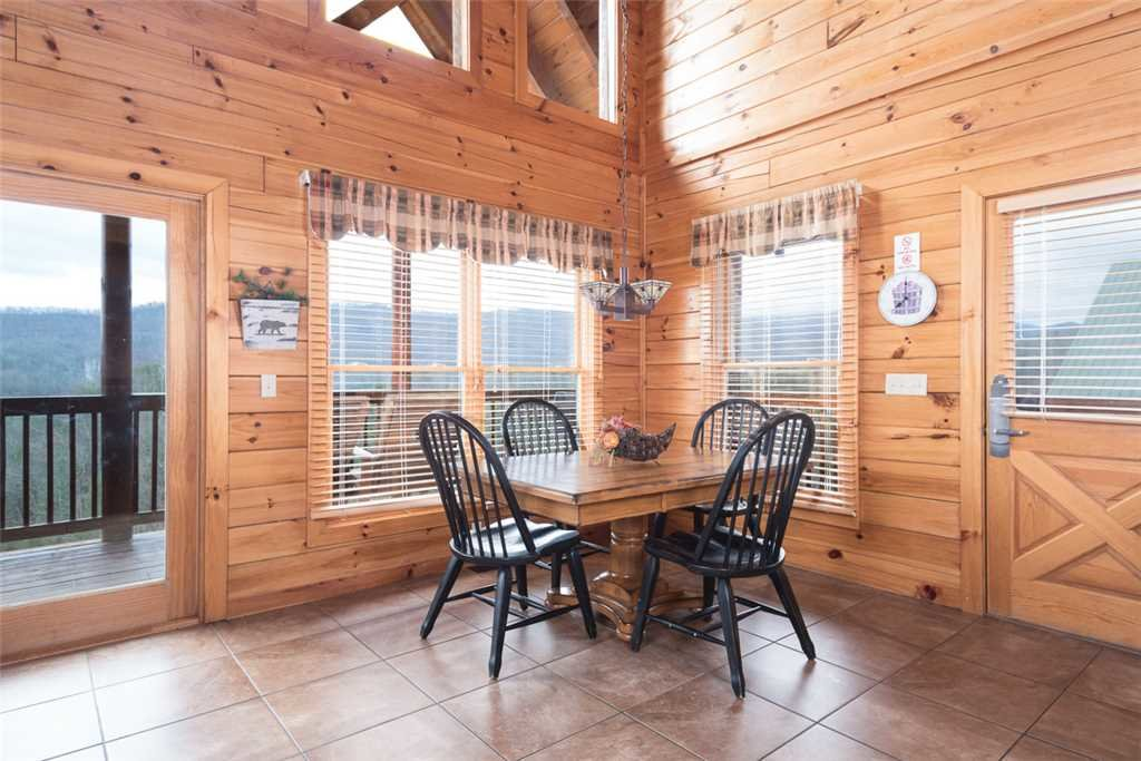 Photo of a Pigeon Forge Cabin named Lance's Loft - This is the fifth photo in the set.