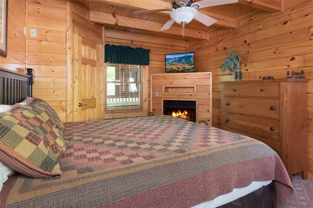 Photo of a Pigeon Forge Cabin named Blackberry Cobbler - This is the eighth photo in the set.